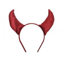 Červené rohy na čelence